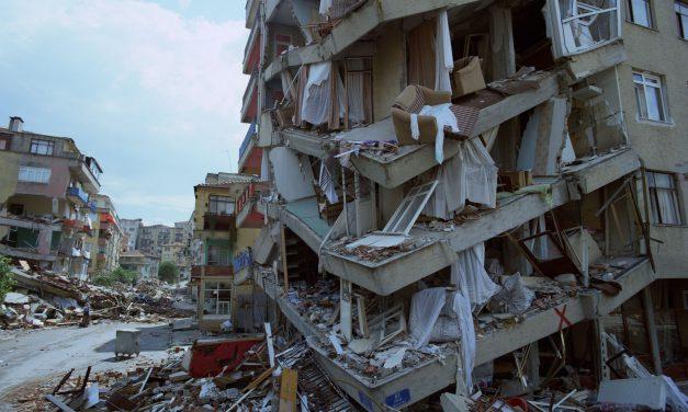 Deprem Geliyorum Diyor!