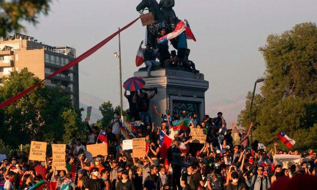 Piñera defol! Talepler karşılanana dek genel grev!
