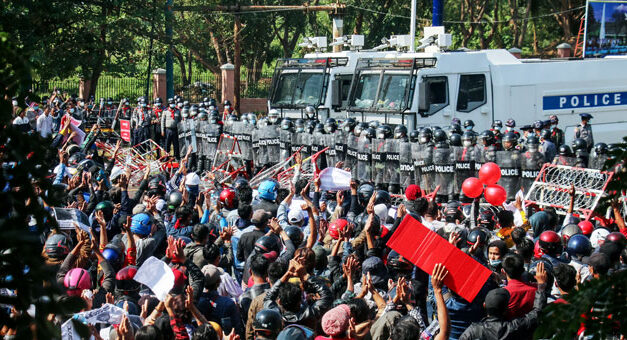 Burma – Myanmar: askeri cuntanın ihtilalci devrilişi için